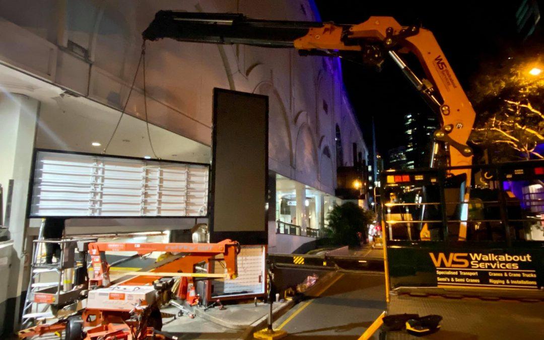 walkabout crane lifting long pane lights